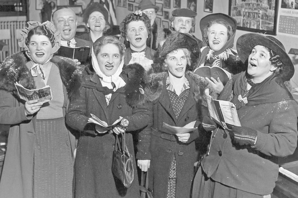 A group of residents from Chicago singing carols during WWII.