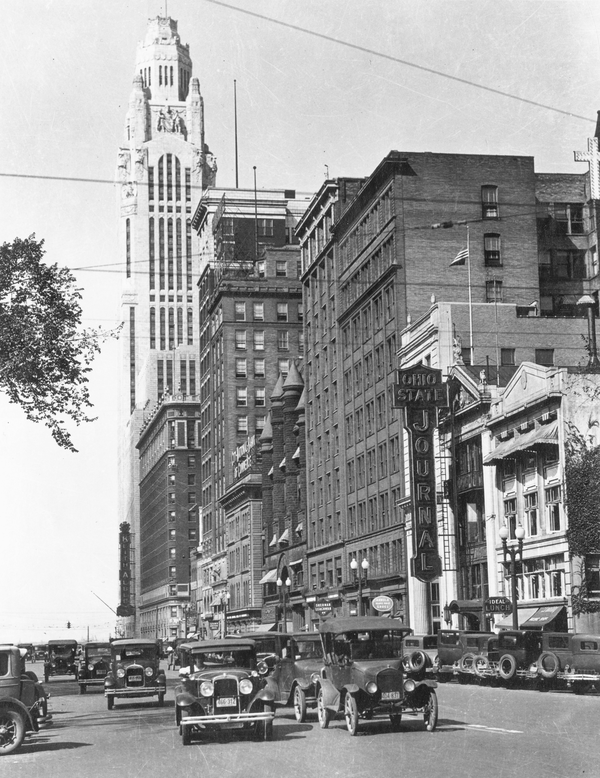 Downtown Columbus, near Broad and High streets, in 1922.