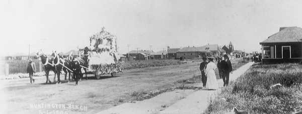 In this photo, the community of Huntington Beach celebrates 1906's May Day with a parade towards the ocean.