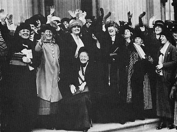 An inaugural photo of Senator Felton.