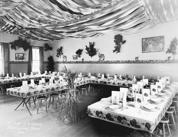 A military mess hall decorated for Thanksgiving.