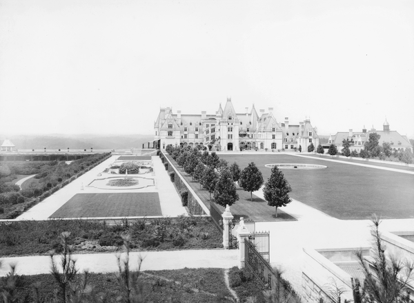 The east elevation of Biltmore Estate in 1910. The grounds of the estate were designed by famed landscape architect Frederick Law Olmsted.