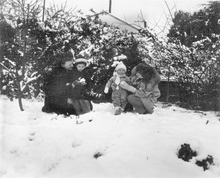 Children with their parents during a historic California snowstorm.