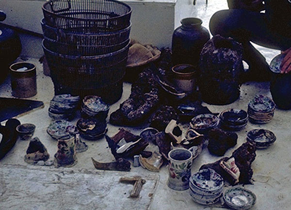 Artifacts recovered from the wreckage of the SS Georgiana and Mary Bowers. Image by E. Lee Spence [CC BY-SA 3.0], via Wikimedia Commons.